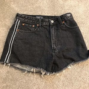 Abercrombiehigh rise  black denim shorts